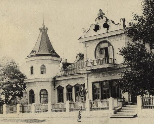 Здание школы № 3 г Новозыбкова (особняк Г Ф Осипова) 1950 гг.